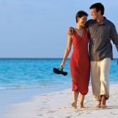 couple_strolling_beach