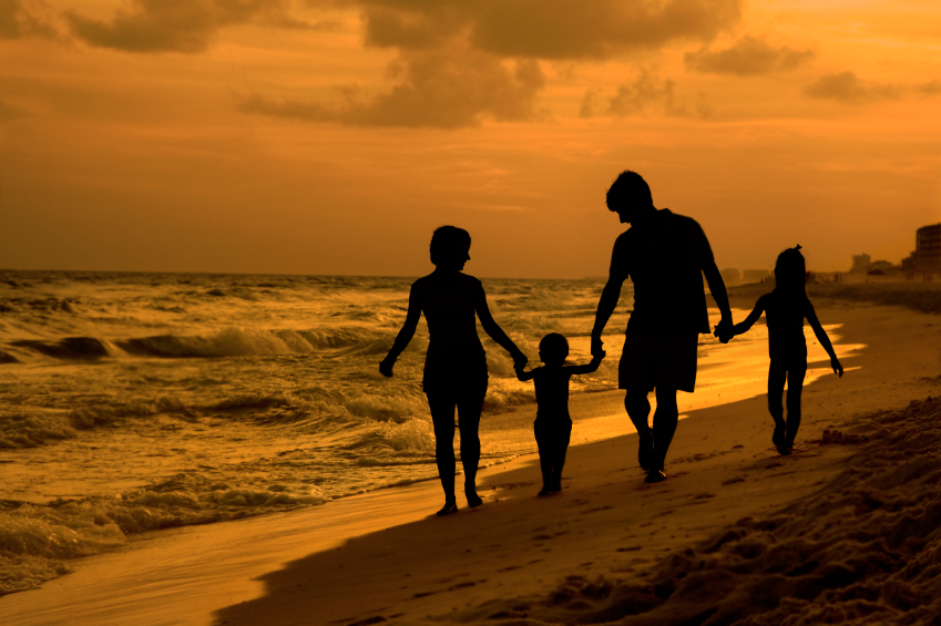 iStock_000006669942family on beach twilight