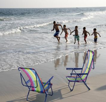 Beach, chairs & kids